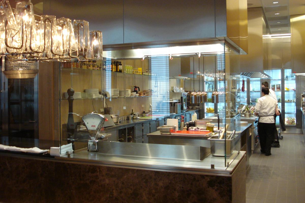 Jumeirah Frankfurt Show Küche